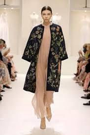 Défilé <b>Christian Dior</b> automne-hiver 2018-2019 <b>Couture</b>   <b>Пальто</b> ...