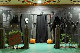 haunted house entrance a good website on DIY Halloween facades could use  these for front of