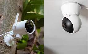 Trên tay hai chiếc camera an ninh rẻ, ngon