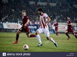 7 gennaio 2018 - Larissa, Grecia - Olympiacos FC scontrino Karim Ansarifard  (destra) in azione durante un greco superleague match tra AEL FC e  Olympiacos FC. Superleague greca partita di calcio presso