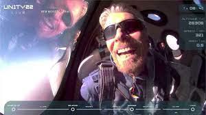 """الملياردير ريتشارد برانسون يعود إلى الأرض بعد رحلة إلى الفضاء على متن مركبة  من صنع """"فيرجن غالاكتيك"""""""