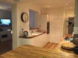 Eggshell Kitchen Cabinets Wren Kitchens Linda Barker Handleless Kitchen In Linen Eggshell