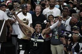 """Greek Freak"""" führt Milwaukee Bucks zum zweiten NBA-Titel - GrenzEcho"""