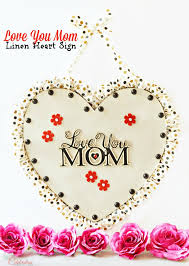 make an easy diy love you mom sign to give mom a visual reminder every day
