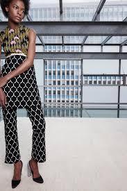 Jessica Alba looks fantastic at Giambattista Valli show in Paris.