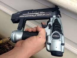 hitachi pin nailer. hitachi nt50ae2 18 gauge brad nailer in use pin