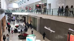 time lapse of pers at garden state plaza on black friday