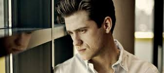aaron tveit joins les miserables amanda seyfried confirmed as  aaron tveit