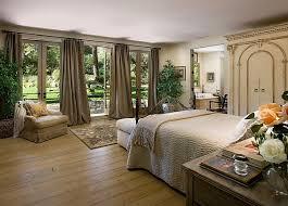 Decorating Large Bedroom Photo   1