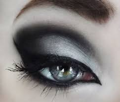 description 1000 ideas about goth makeup