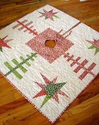 Quilt Inspiration: Free pattern day! Christmas Tree skirts & Speedy Christmas Tree Skirt tutorial by Leah Douglas for Moda Bakeshop (PDF  download) Adamdwight.com