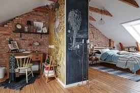 Dit Appartement Combineert Bakstenen Muren Met Retro Behang Roomed