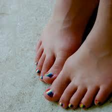 Fotka Duhově Nalakované Nehty Na Nohou Moje Nožky