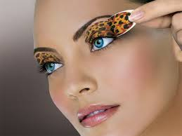 eye catching make up for a leopard dress