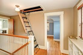 Sie bestehen aus mehreren leiterteilen, die ausziehbar oder ausklappbar sind. Dachbodentreppe Info Das Expertenportal Fur Hausbesitzer