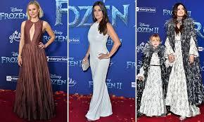 Kristen Bell arrives in style to star-studded <b>Frozen</b> II premiere in ...
