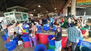 โควิดสมุทรสาครพุ่ง 13 คน ตลาดกลางกุ้งเปิดขายแล้ว แต่ซบเซา