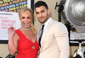 Britney spears fans are gathering in masse outside the courthouse where her status hearing is going down. Britney Spears Hand Picked Boyfriend Sam Asghari To Be In Music Video Metro News