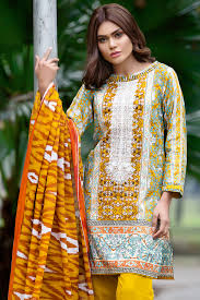 Gul Ahmed Design 2017 Gul Ahmed Summer Embroidered Lawn Dresses Collection 2017