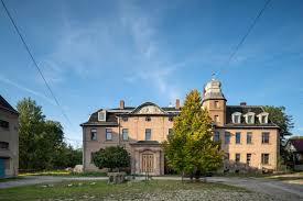 Kelly rohrbach estudió en la academia greenwich (una elitista escuela secundaria privada para chicas fundada en 1827), en greenwich, en el estado de connecticut. Rohrbach Dorfinfrastruktur Iba Thuringen
