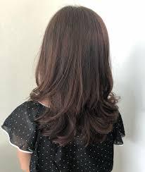 前髪なしのセミロングパーマの魅力とおすすめヘアスタイル8選feely