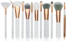hope this helps you to pick your favourite most used brushes and keep your cosmetic bag more organized
