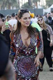At the age of just 16, kelly's career started to take off after her mum entered her into a modelling competition. How Low Can You Go Kelly Brook In Boho Dress Hollywood Celebs Fropky Com
