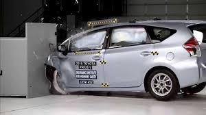 2015-2017 Toyota Prius V/Prius + IIHS Narrow-Overlap Crash Test ...