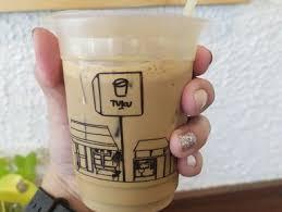 Es kopi susu gula aren bisa menjadi teman bekerja hingga santai bersama teman serta keluarga tercinta. Tuku Kopi Bintaro Tangerang Lengkap Menu Terbaru Jam Buka No Telepon Alamat Dengan Peta