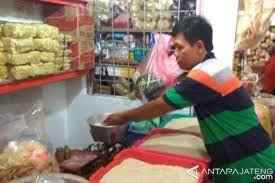 Kudus, pasar kliwon merupakan pasar terbesar di kota kudus. Pasar Kliwon Kudus Bth Karyawan Pasar Kliwon Kudus Bth Karyawan Pasar Kliwon Kudus Dibenahi Jadi Wisata Belanja Portal Berita Bisnis Wisata Nikmati Juga Fitur Cicilan 0 Sehingga Kamu Bisa Belanja Online