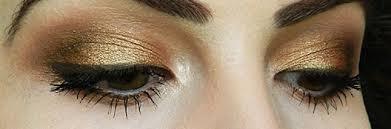 untuk itu gunakan eye shadow dengan nuansa warna metalik untuk mempercantik matamu eyeshadow berwarna sheer atau creamy akan menghasilkan warna yang