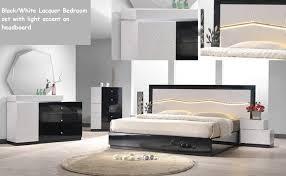 BM-Berlin Black/White Lacquer Bedroom