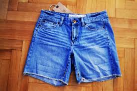 this is a picture of the shorts afrodite purchased from h m in order to complete the d i y project of course you can use old pairs of long or short
