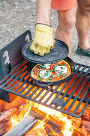How To Cook A Pizza Best 25 Campfire Pizza Ideas On Pinterest Camping Pizza Hobo