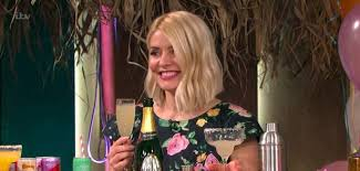 Holly willoughby was born on february 10, 1981 in brighton, east sussex, england as holly marie willoughby. S7hljjxzuytczm