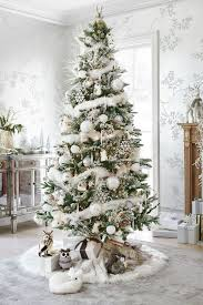 Beautiful silver and white Christmas tree and decor with animal theme  @pattonmelo