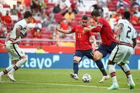 منتخب اسبانيا يلعب مواجهه اليوم علي ارضه وهي مباراه ضمن المباريات التي سوف يلعبها المنتخب الاسباني من اجل الاستعداد لخوض بطوله امم اوروبا. Voiwb1adfkghum