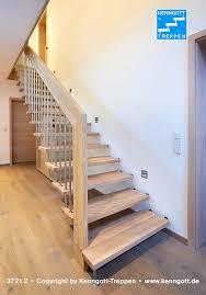 Die massivholzstufen sind erhältlich in ahorn, buche, eiche, esche, kiefer, kirschbaum, nussbaum und wenge. Hangetreppe Gelandertragende Treppe Von Kenngott