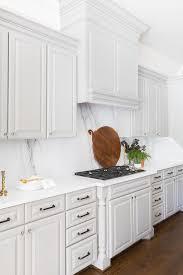Marble slab backsplash Panel Backsplash Alyssa Rosenheck White And Gray Kitchen With White Marble Slab Backsplash Decorpad Alyssa Rosenheck White And Gray Kitchen With White Marble Slab