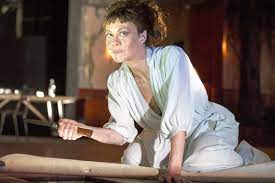 Fri 16 apr 2021 18.21 bst last modified on fri 16 apr 2021 18.59 bst. Medea National Theatre Theatre Review Helen Mccrory Is On Exceptional Form London Evening Standard Evening Standard