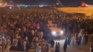 Präsident mohammed daoud khan und die meisten seiner familienangehörigen wurden im präsidentenpalast in kabul am folgenden tag hingerichtet. Lj2yye94fuz2ym