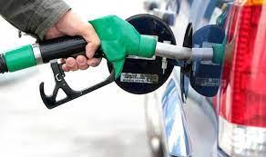 الناس يتهافتون الى محطات البنزين... ما صحة وجود أزمة وقود في لبنان؟