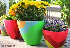 Chevron-designed-Frog-tape-spring-planters-craft-idea