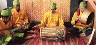 Sulawesi selatan memiliki banyak alat musik tradisional, di antaranya: Kesenian Musik Kalimantan Selatan