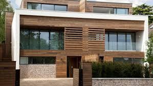 Com a madeira, você será bem menos incomodado pelo vizinho que escuta música alta e poderá escutar as suas. 11 Ideias Originais Para Fachada De Madeira Lojas E Casas