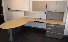 neutral office decor. This Steelcase Modular Style Office Provides Ample Work-space And Storage. Neutral Colors Mean It Will Compliment Most Decor Well.