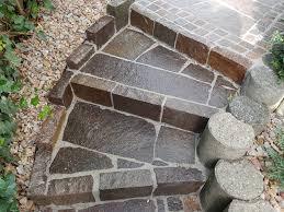Hauseingang treppen treppe außen eingangstreppe dachgauben hofeinfahrt fassade haus vorbau treppe podest dachgeschosse. Aussentreppe Aus Stein Kosten Preisfaktoren Sparmoglichkeiten Etc