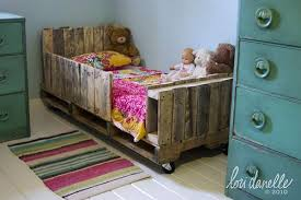 pallet furniture projects. 30+ Creative Pallet Furniture DIY Ideas And Projects --\u003e Toddler Bed