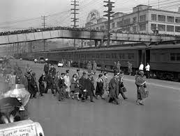 remembering ese internment former sun reporter gene oishi a group of bainbridge island ese americans under army escort at a seattle dock where they were entrained for the manzanar ca internment camp