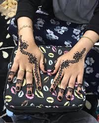 Para wanita menghiasi tangan dan kaki mereka dengan inai atau henna. 30 Henna Tangan Simple Inspirasi Corak Inai Tangan Menarik